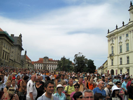 prague-2-crowd